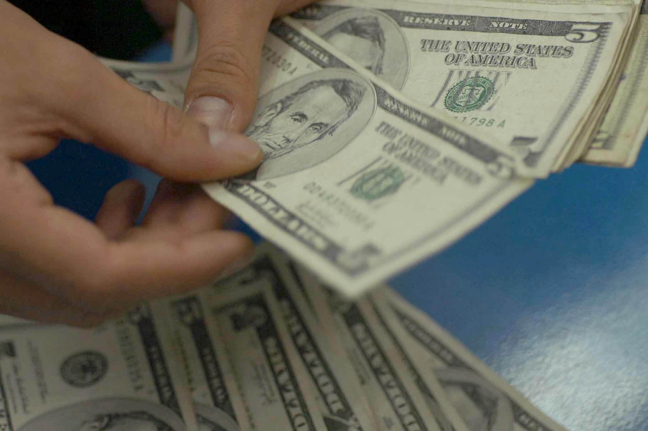 Metales preciosos para respaldar divisas