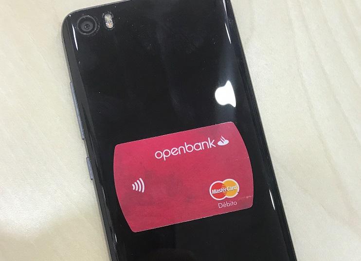 MiniCard Contactless adhesiva de Openbank para pagar tus compras al momento desde tu móvil