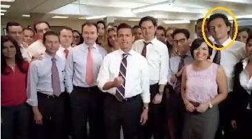 Lozoya posando cuando Enrique Peña Nieto presentaba a su equipo de campaña