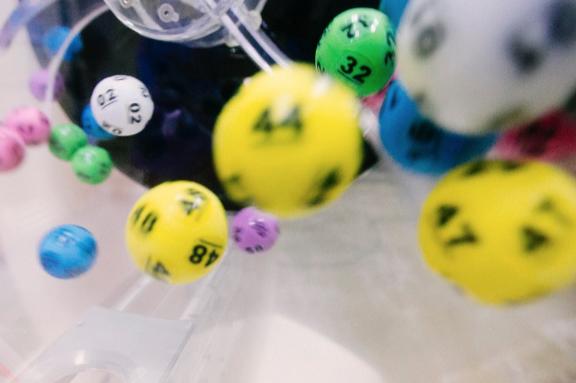 Los colombianos invierten más en juegos de suerte y azar