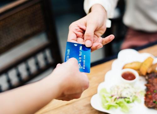 Diferencias entre tarjeta de crédito y tarjeta de débito