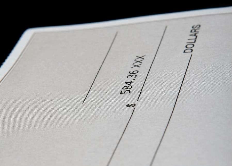 ¿Cómo girar dinero de una cuenta corriente?