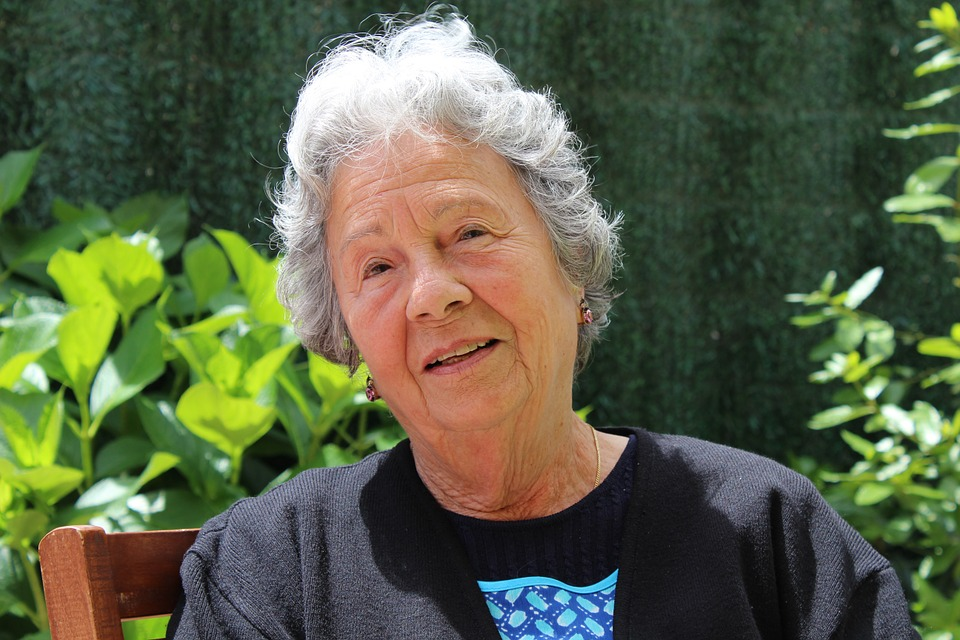 ¿Cuántas semanas se requieren para pensionarse una mujer en Colombia?