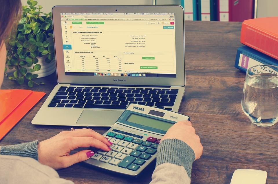 ¿Cómo se paga el impuesto a la renta financiera?