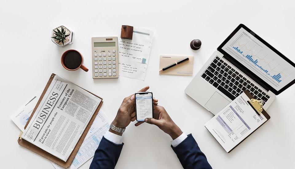 ¿Cómo se compran acciones de una empresa?