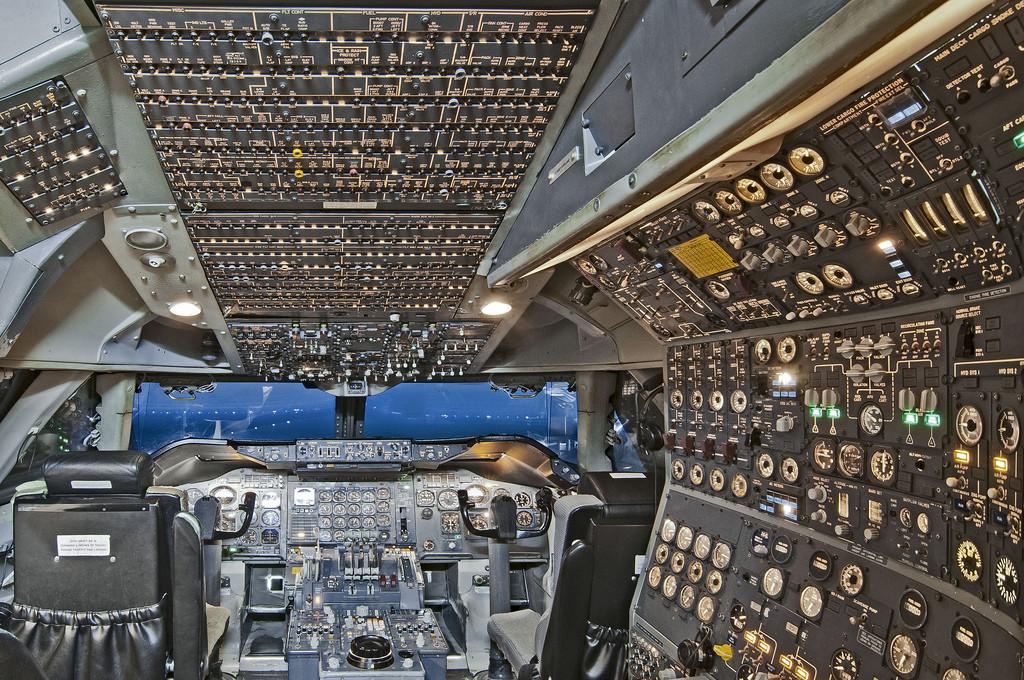 Complejo panel de control de aeronáutica