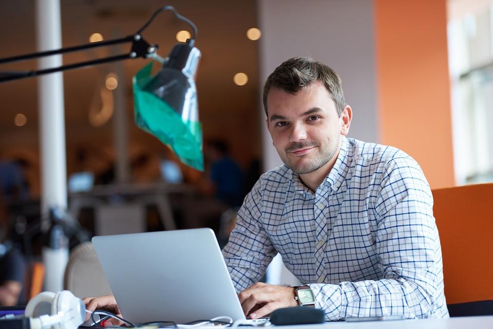 ¿Cuáles son los requisitos para solicitar el préstamo para emprendedores?