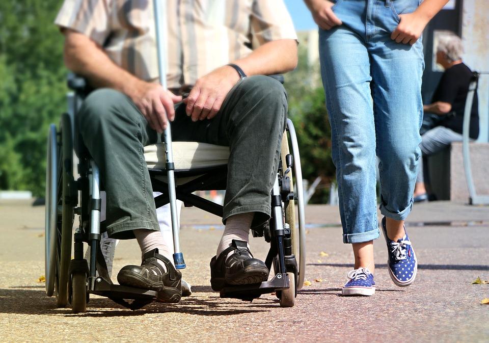 ¿Cuántos años hay que cotizar para cobrar pensión por invalidez?