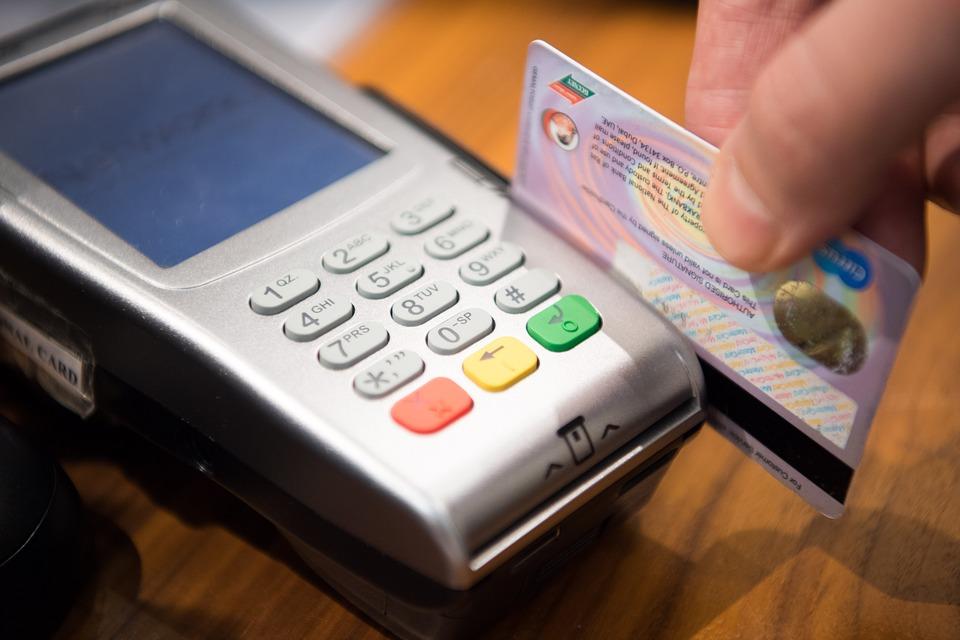 ¿Cuál es el límite de pago con tarjeta de débito?