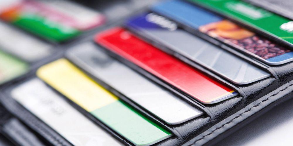 ¿Qué banco ofrece tarjetas adicionales sin costo?