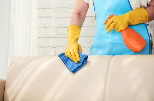 ¿Puedo cobrar asignación si trabajo en el servicio doméstico?