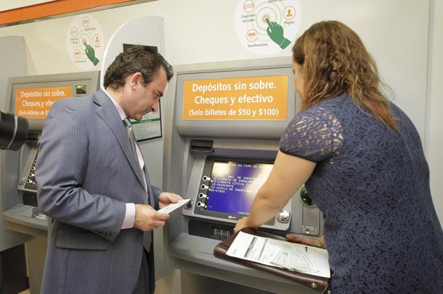 ¿Cómo depositar un cheque por cajero automático?