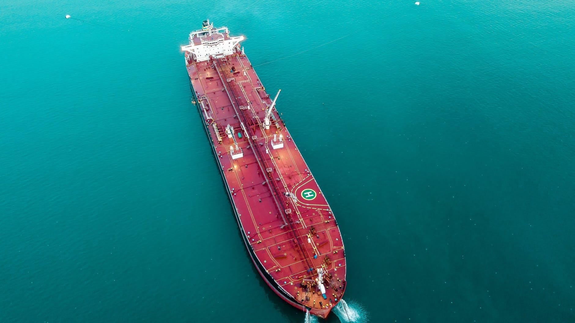 Tankeras para sacar partido al desplome de los futuros de petróleo